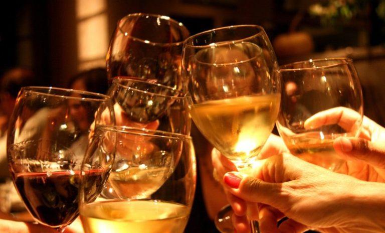 Вечерајте са винарима уз жупске приче у традиционалном подруму!